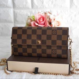 💖Authentic LV Damier Sarah Wallet on Chain